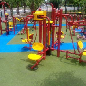 משטחי בטיחות למתקני כושר ציבוריים