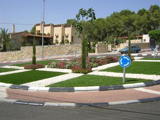 עיצוב גינות בעזרת דשא סינטטי